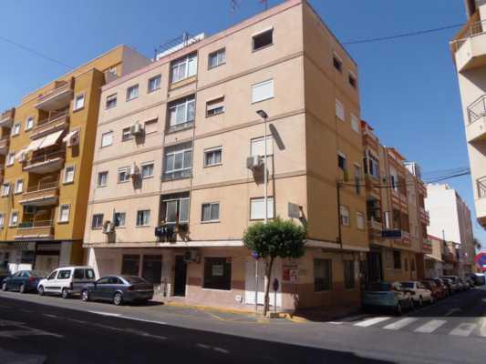<!--:RU-->3-х комнатная квартрира в самом центре города Торревьеха<!--:-->