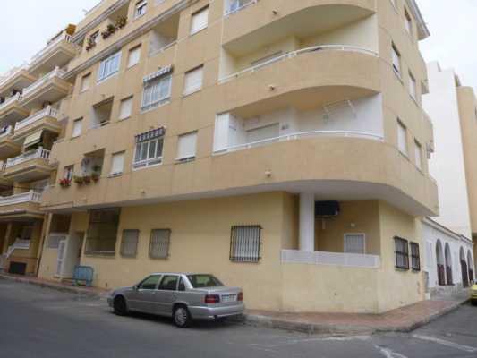 <!--:RU-->3-х комнатная квартира в свежем доме в 5-ти минутах ходьбы от пляжа<!--:-->