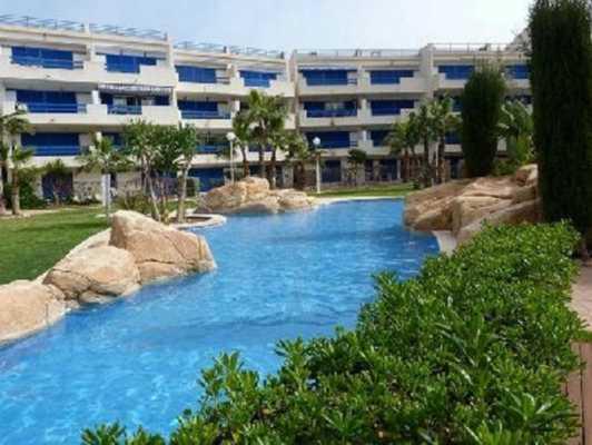 <!--:RU-->Квартира в престижной урбанизации с 3-мя бассейнами в Пунта Приме<!--:-->