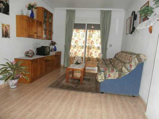 <!--:RU-->3-х комнатная квартира в свежем доме вблизи центра Торревьехи<!--:-->