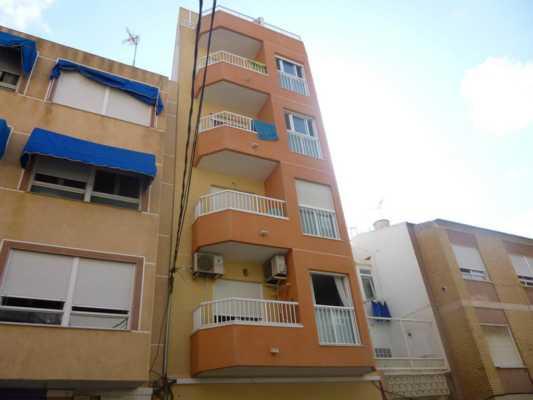 <!--:RU-->2-х комнатная квартира в нескольких улицах от моря!<!--:-->