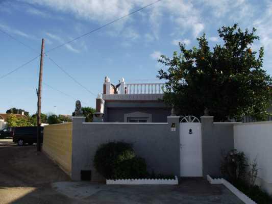 <!--:RU-->Дом с большим участком земли вблизи соляных озер в Торревьехе<!--:-->