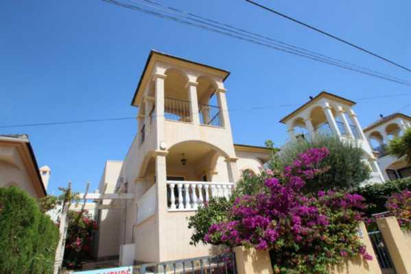 <!--:RU-->Отдельный дом на гольф полях Villa Martin<!--:-->