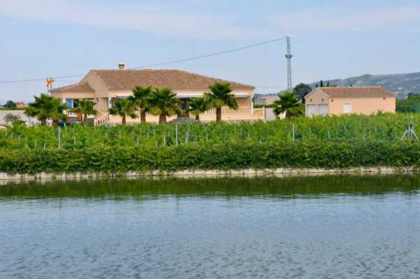 <!--:RU-->Особняк со своим озером на участке 12000 м2<!--:-->