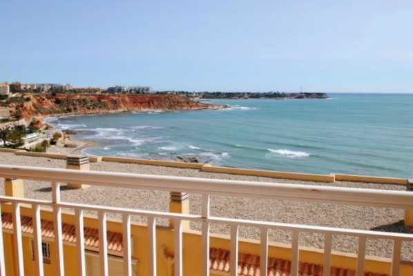 <!--:RU-->Уютные апартаменты с большой террасой и изумительным видом на море.<!--:-->