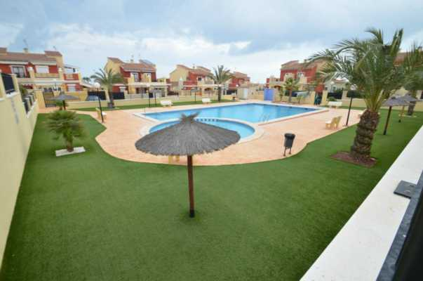 <!--:RU-->3-х комнатный бунгало с участком земли в новопостроенной урбанизации в Торревьехе<!--:-->