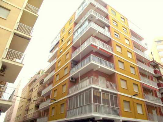 <!--:RU-->Потрясающая огромная квартира с видом на море, в 20 метрах от пляжа Дель Кура<!--:-->