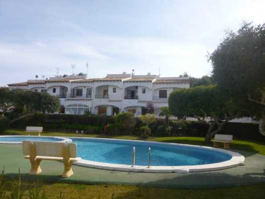 <!--:RU-->Tаунхаус в закрытой резиденции с бассейном и зеленой зоной в Лос Балконес<!--:-->