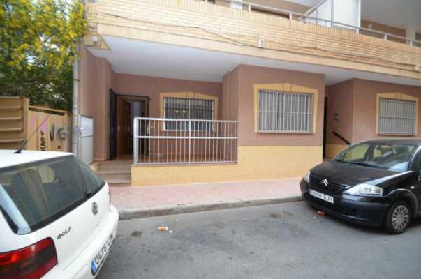 <!--:RU-->Огромная квартира для жизни в 50 метрах от моря и парка в Торревьехе !<!--:-->