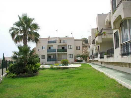 <!--:RU-->Трехкомнатная квартира в престижной тихой урбанизации Torre del Moro Beach с панорамным видом на море<!--:-->