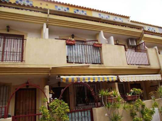 <!--:RU-->Снижена цена на дополнительных 5000 евро ! Предлагаем Вам дом с боковым видом на море в 20 минутах ходьбы от прекрасных пляжей Плая Фламенка.<!--:-->