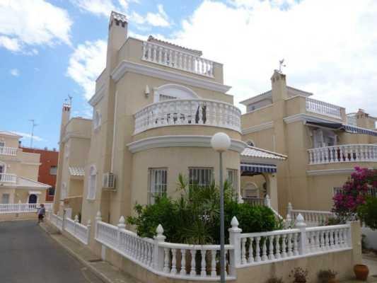 <!--:RU-->Отдельная вилла в закрытой резиденции с бассейном всего за 145000 евро !<!--:-->