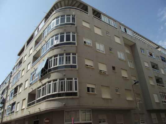 <!--:RU--> Продается солнечный 2-х комнатный пентхаус в центре Торревьехи ! <!--:-->