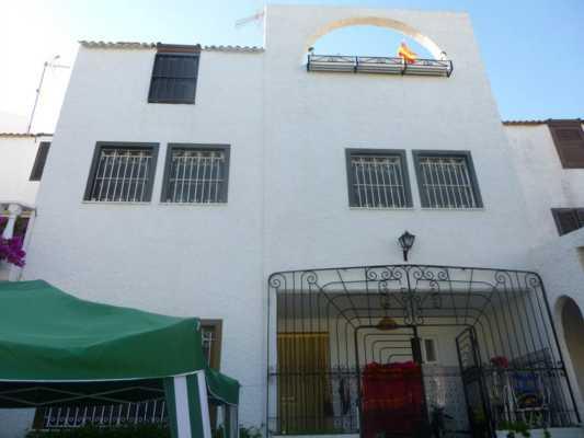 <!--:RU-->Просторный 5-и комнатный Таунхаус в Торревьехе по доступной цене!<!--:-->