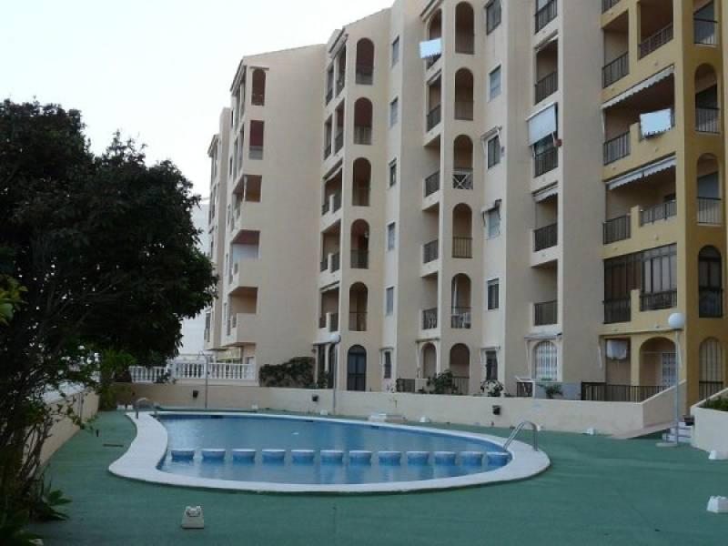<!--:RU-->Комфортабельная квартира с видом на морское побережье располагается в шестиэтажном доме в Гуардамаре<!--:-->