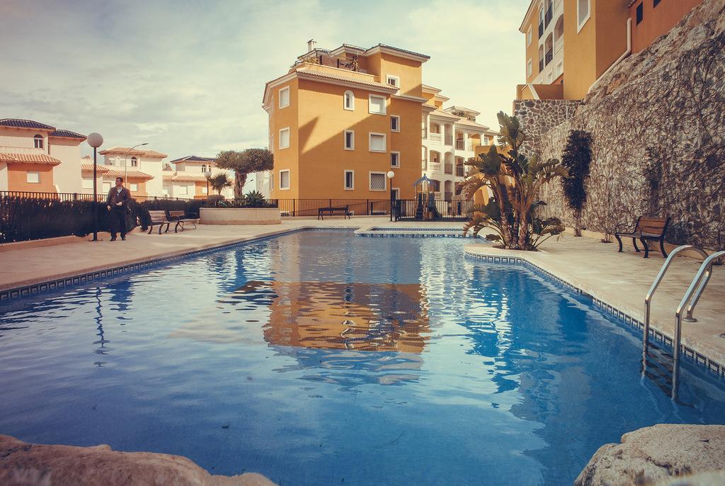 <!--:RU-->Уютные и просторные апартаменты на первом этаже в районе Кампоамора<!--:-->