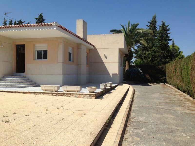 <!--:RU-->Недавно отремонтированный полунезависимый дом в  районе Лос Балконес города Торревьеха <!--:-->