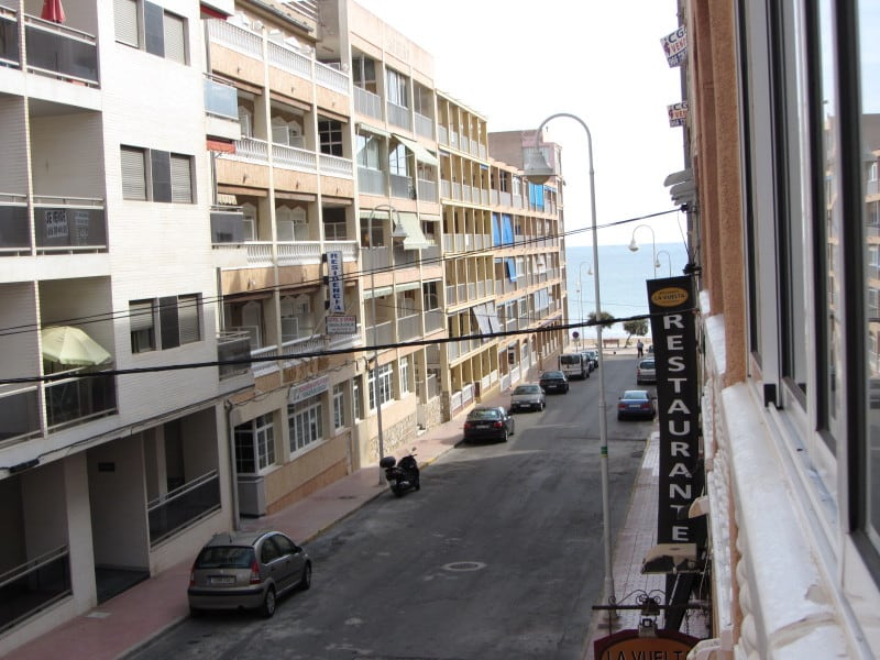 Spacious apartment only 75m from the beach in Torrevieja