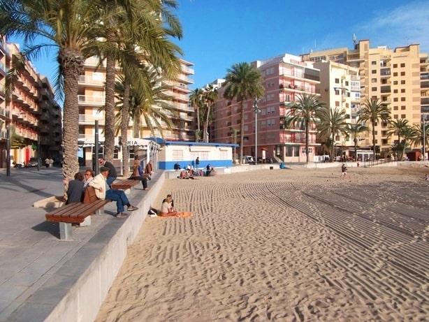 Апартаменты для отдыха в районе центрального пляжа Плая дель Кура