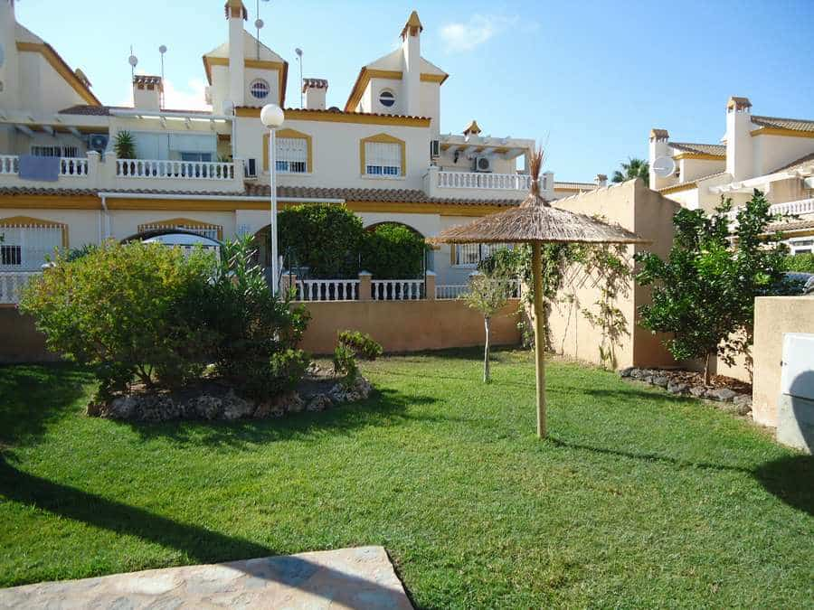 Nice townhouse in La Zenia