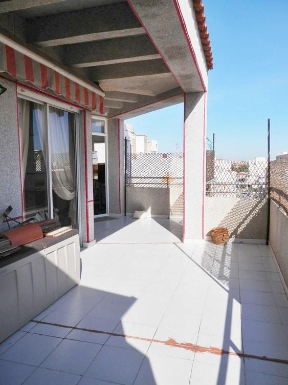 Атико  в центре города Торревьеха на AV.HABANERAS  с огромной террасой 41м2