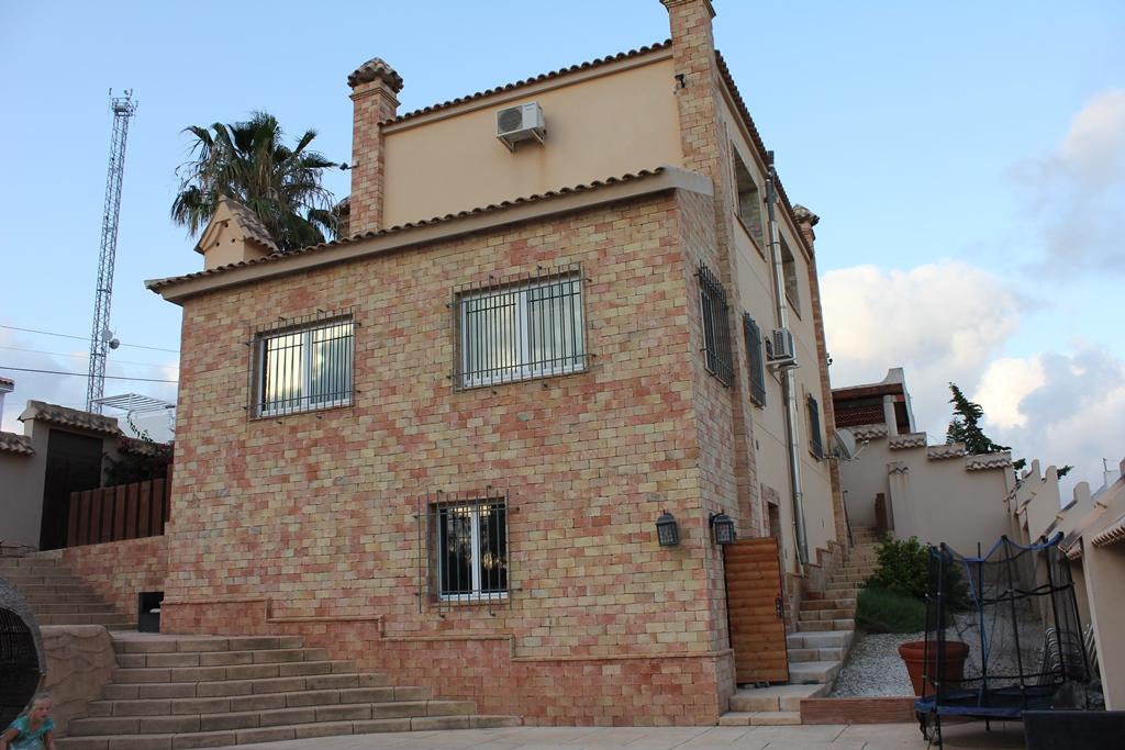 Двухэтажная вилла в Эль Галан